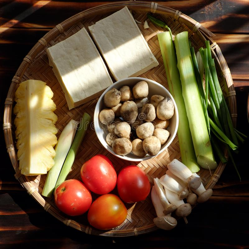 Het hoogste voedsel van het meningsingrediënt voor vegetarische maaltijd, groenten, tofu, paddestoel royalty-vrije stock fotografie