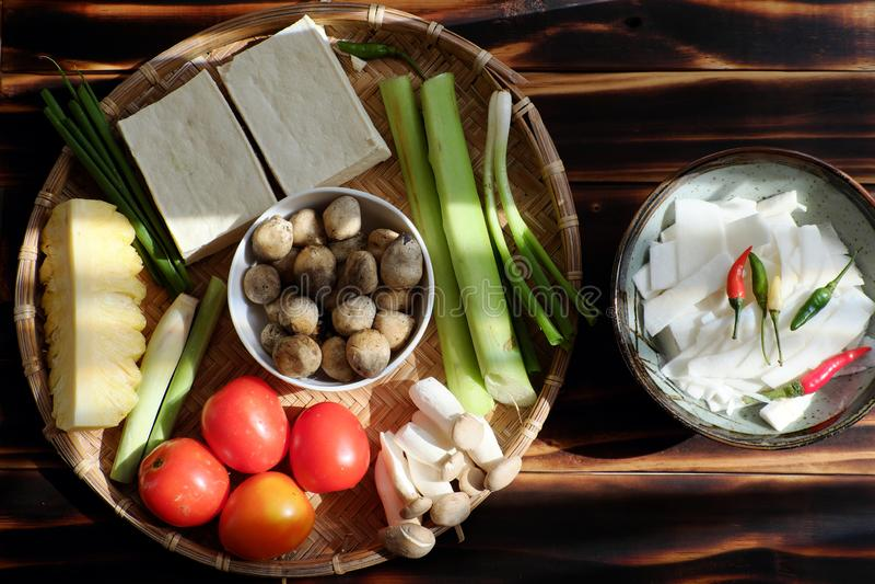 Het hoogste voedsel van het meningsingrediënt voor vegetarische maaltijd, groenten, tofu, paddestoel royalty-vrije stock afbeeldingen