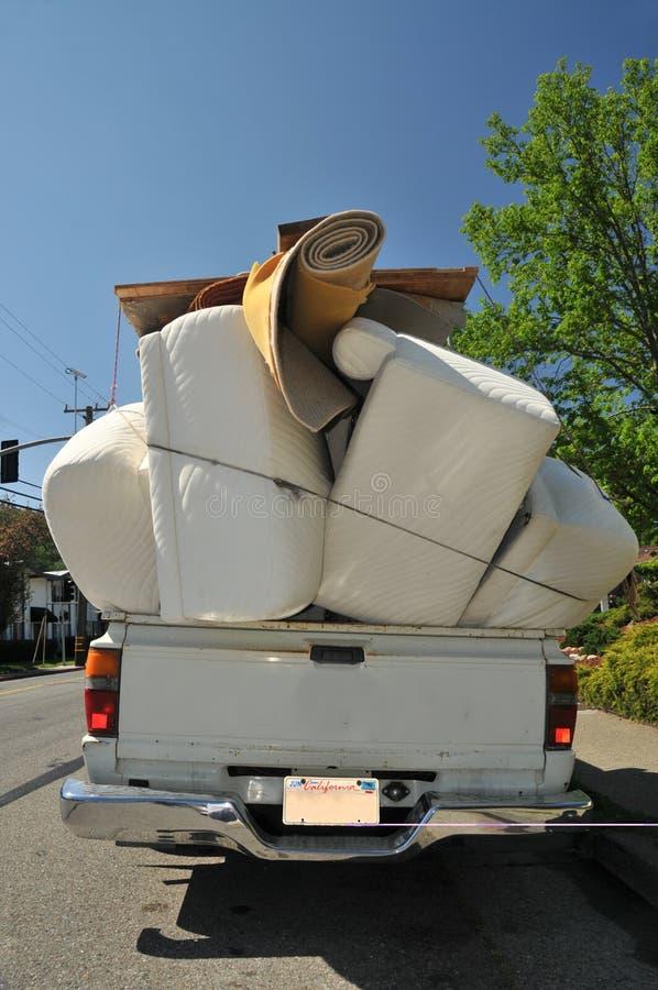 Het hoogtepunt van de vrachtwagen van meubilair stock foto