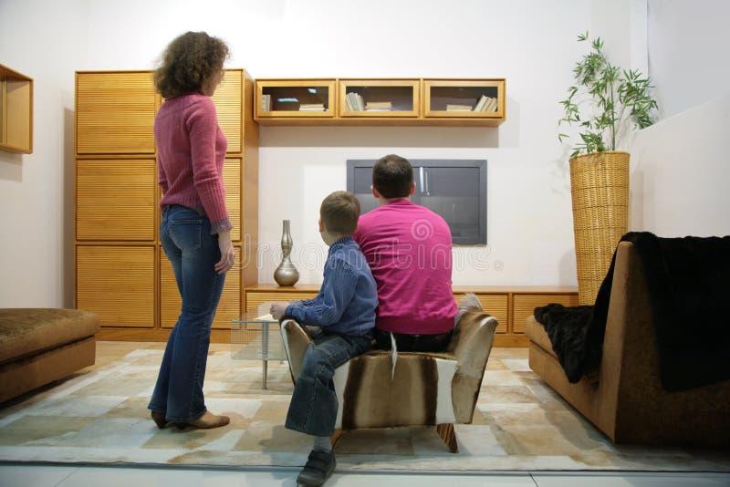 Het horlogeTV van de familie stock fotografie