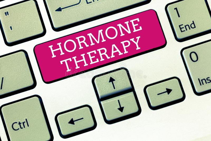 Het Hormoontherapie van de handschrifttekst Concept die gebruik van hormonen in het behandelen van de symptomen van de menopauze  royalty-vrije stock fotografie