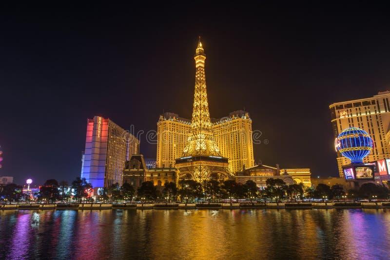 Het Hotel en het Casino van Parijs Las Vegas bij nacht stock afbeeldingen
