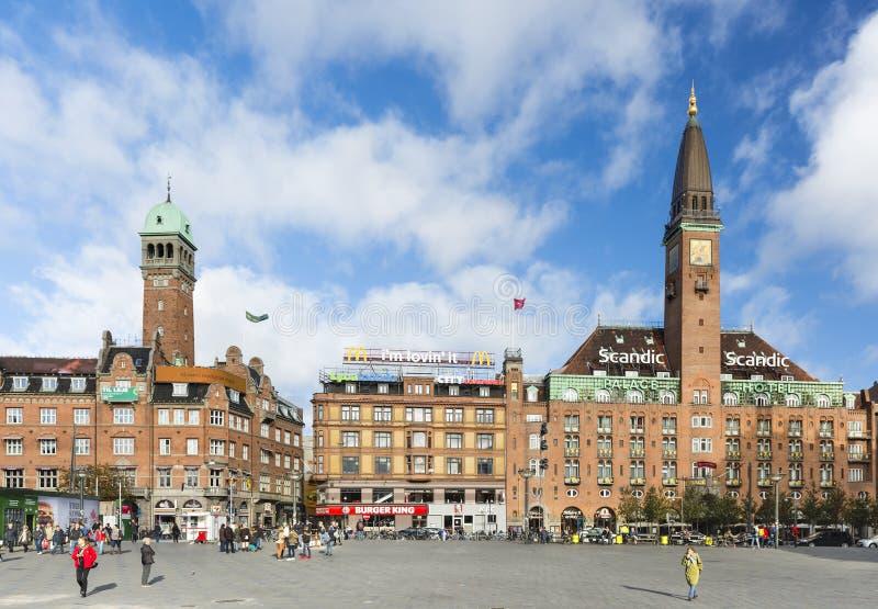 Het Hotel en Radhuspladsen van het Scandicpaleis in Kopenhagen, Denemarken, redactie stock afbeeldingen