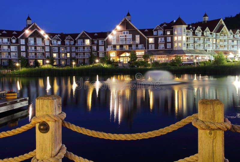 Het Hotel van Collingwoodontario bij nacht royalty-vrije stock afbeeldingen