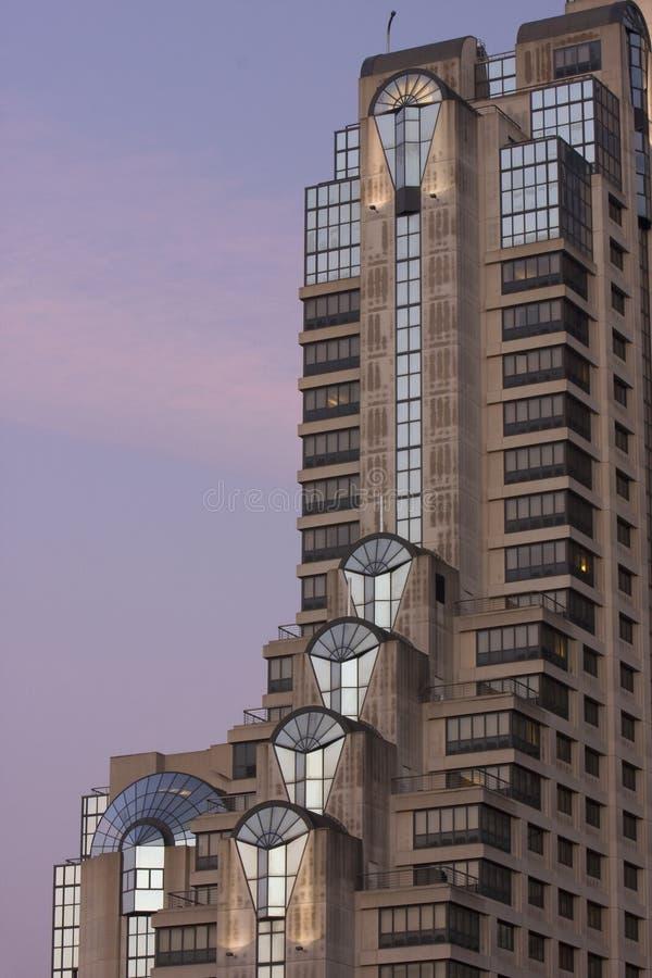 Het hotel van de wolkenkrabber in San Francisco vóór zonsopgang royalty-vrije stock foto's