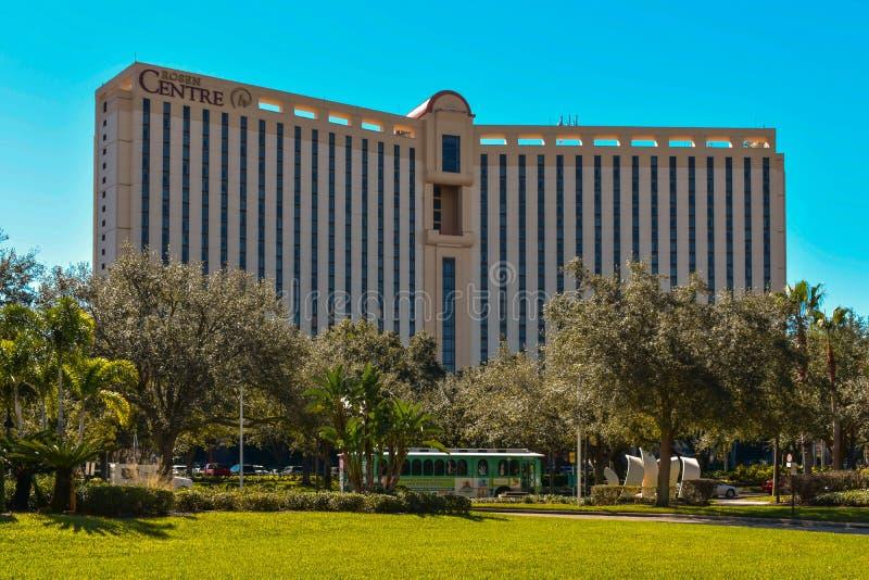 Het Hotel van het Rosencentrum en groen karretje bij Internationaal Aandrijvingsgebied royalty-vrije stock foto