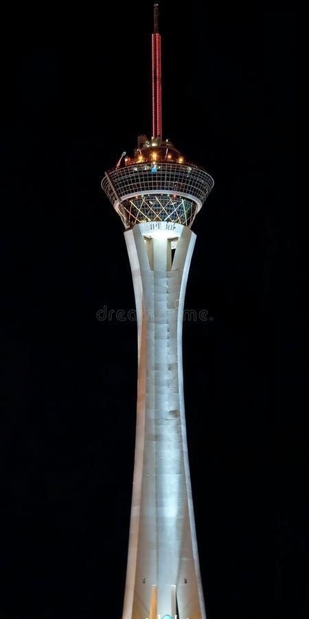 Het Hoteltoren van het stratosfeercasino op de Strook van Las Vegas bij nacht stock afbeeldingen