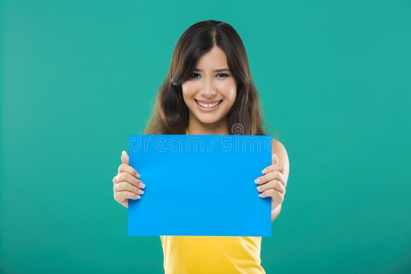 Het houden van een blauw document royalty-vrije stock fotografie