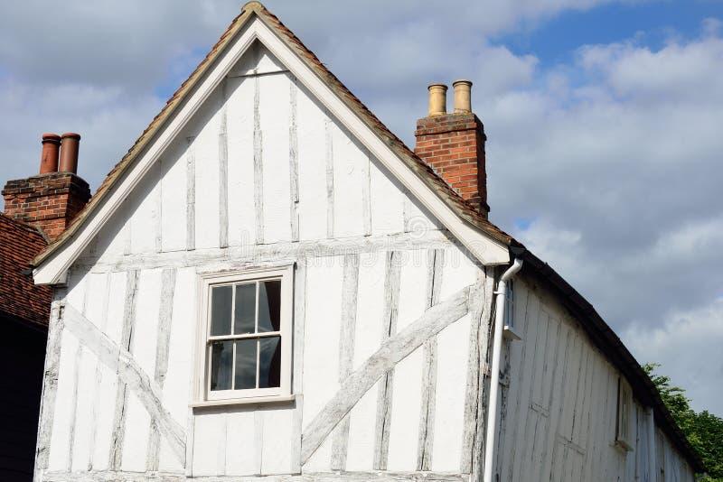 Het hout ontwierp Engels plattelandshuisje royalty-vrije stock afbeeldingen