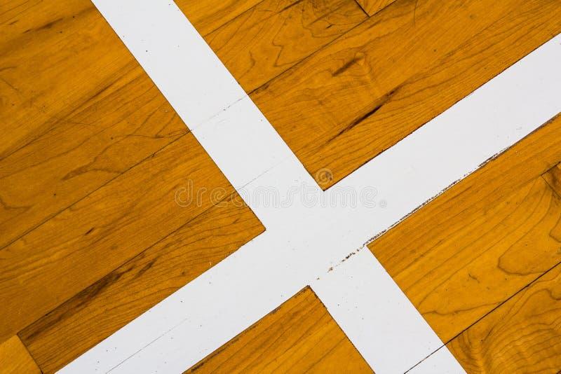 Het houten hof van het vloerbasketbal royalty-vrije stock afbeeldingen