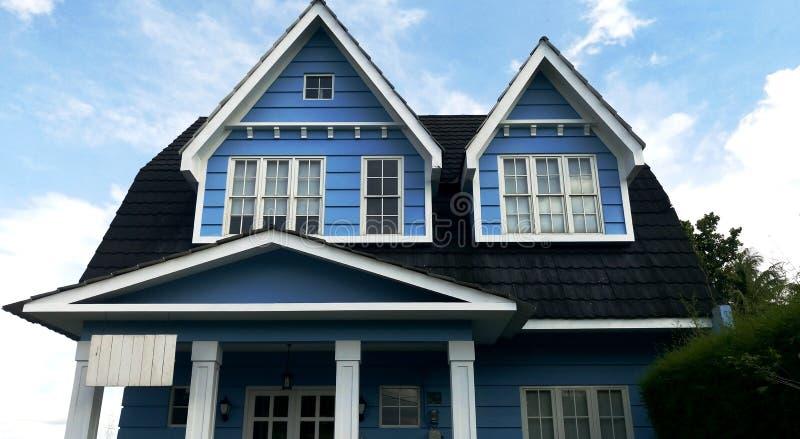 Het Houten Huis van Big Blue in het dorp royalty-vrije stock foto