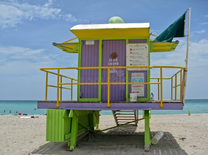 Het Houten Huis van de badmeester in het Strand van Miami stock afbeeldingen