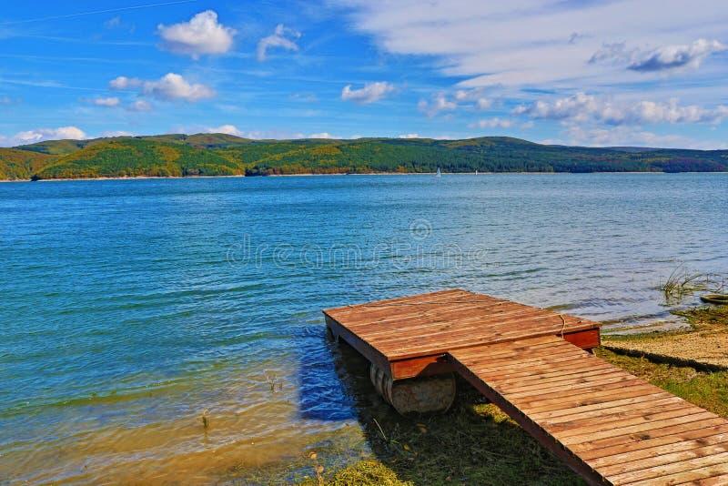 Het houten Meer Bulgarije van pijleriskar royalty-vrije stock afbeeldingen