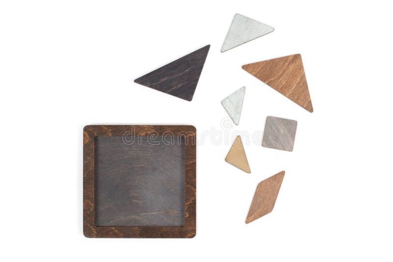 Het houten tangram raadsel in vierkante vorm wacht op vervult op witte achtergrond stock fotografie