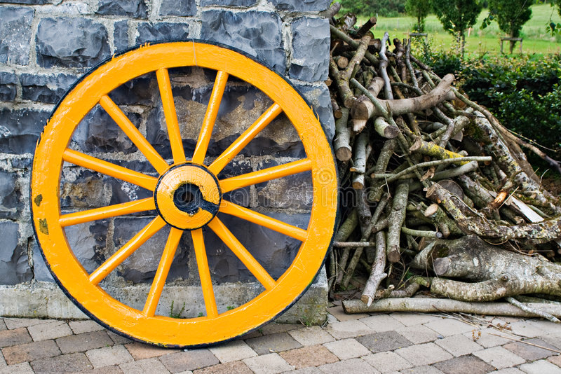 Het houten Wiel van de Wagen royalty-vrije stock foto's