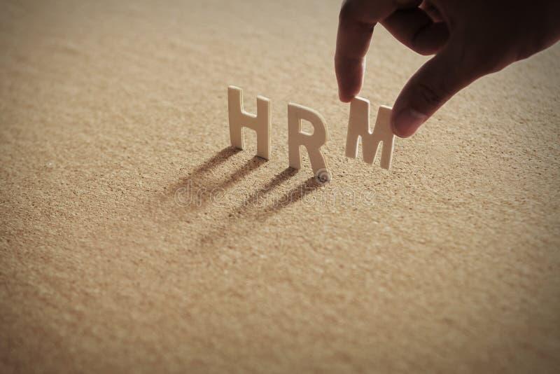 Het houten woord van HRM op samengeperste raad, corkboard stock foto