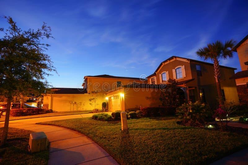 Het huis en de nacht van Florida stock afbeelding