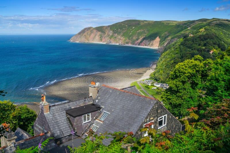 Het huis is op een steile bank in Lynton stock fotografie