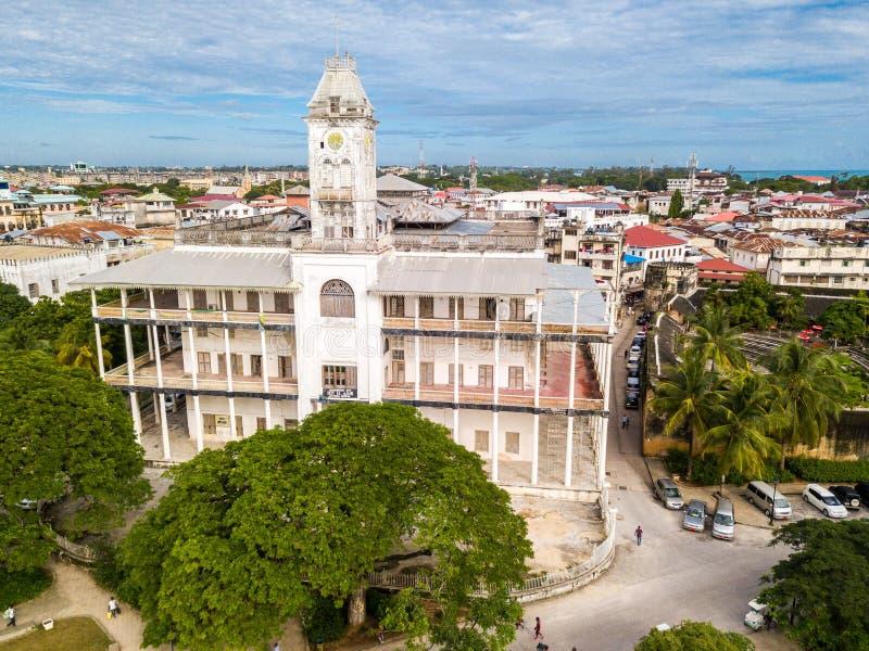 Het Huis van is benieuwd Steenstad, oud koloniaal centrum van de Stad van Zanzibar, Unguja-eiland, Tanzania Lucht Foto royalty-vrije stock foto's
