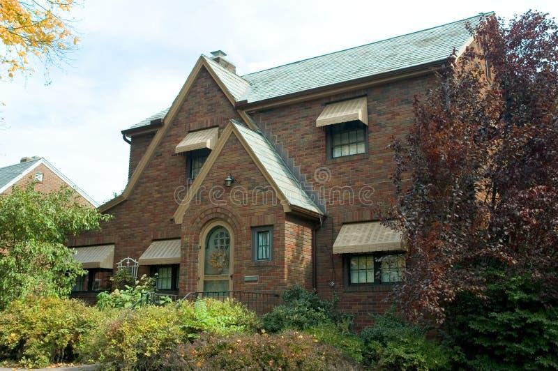 Download Het Huis van de baksteen stock foto. Afbeelding bestaande uit bomen - 293886