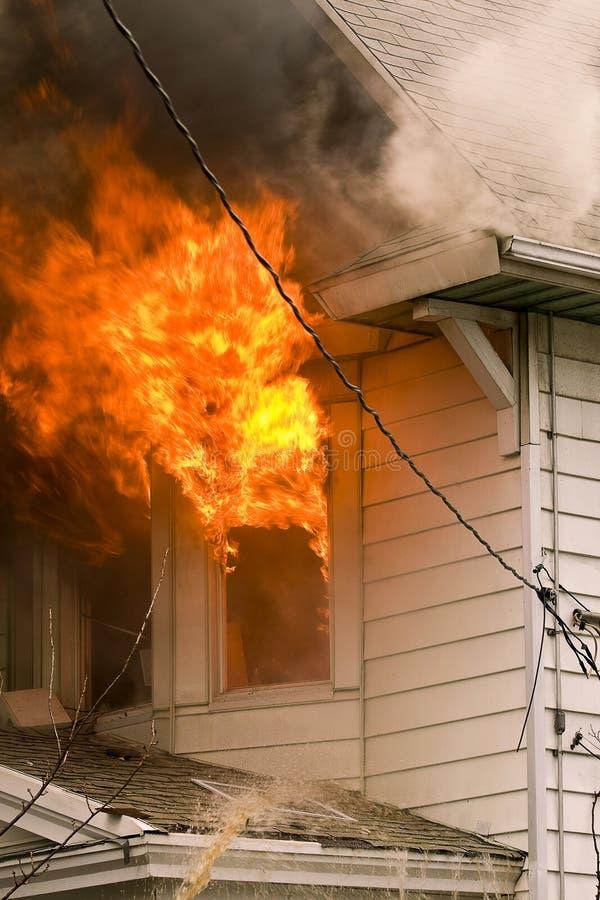 Het huis van de brand royalty-vrije stock afbeelding