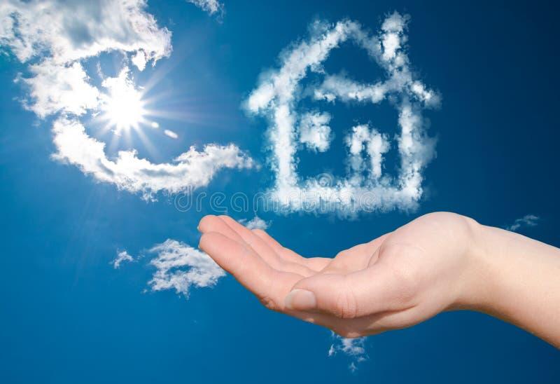 Het huis van de droom in de wolken royalty-vrije stock foto