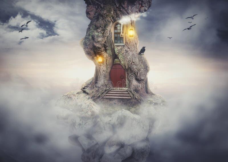Het huis van de feeboom op rots die in fantasiehemel vliegen stock illustratie