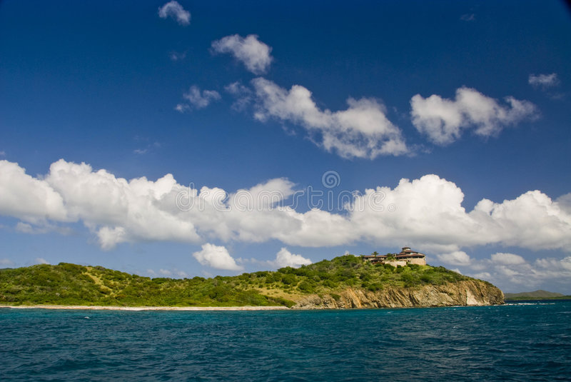 Het huis van de heuveltop op eiland Tortola stock afbeeldingen