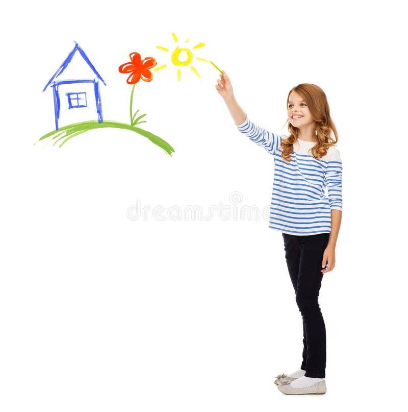 Het huis van de meisjestekening in de lucht stock foto