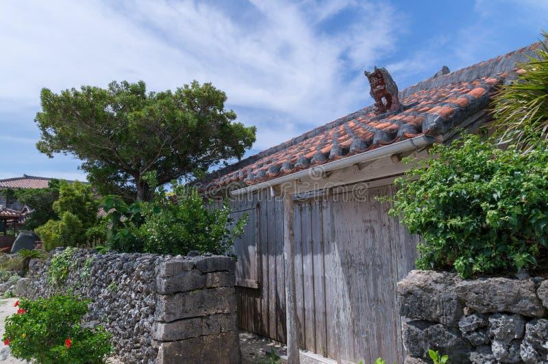 Het huis van de Okinawanstijl in Taketomi-Eiland, Okinawa, Japan stock fotografie