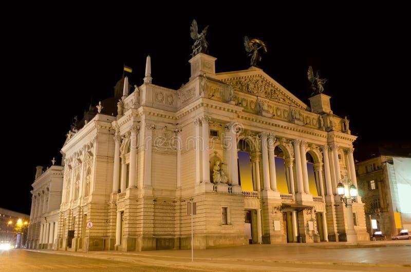 Het Huis van de Opera van Lvov bij de nacht royalty-vrije stock afbeeldingen