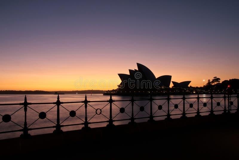 Het Huis van de Opera van Sydney bij eerste licht. royalty-vrije stock fotografie