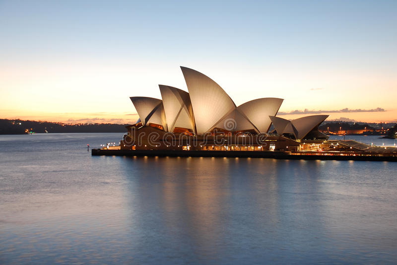 Het Huis van de Opera van Sydney bij zonsopgang royalty-vrije stock foto's