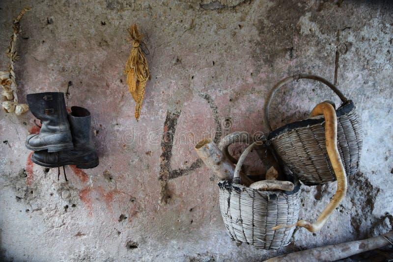 In het huis van de oude landbouwer stock afbeelding