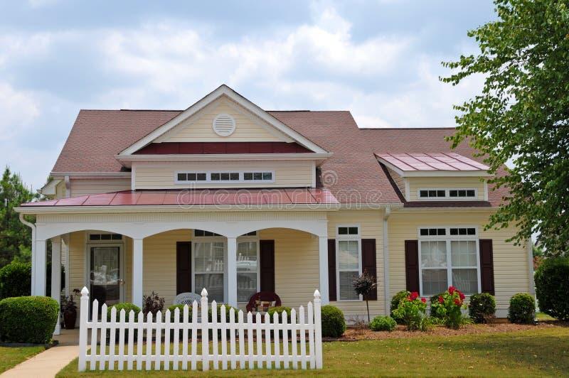 Het Huis van de Stijl van het plattelandshuisje stock foto