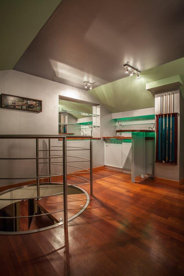 Het huis van de travertijn - moderne ruimte op zolder royalty-vrije stock fotografie