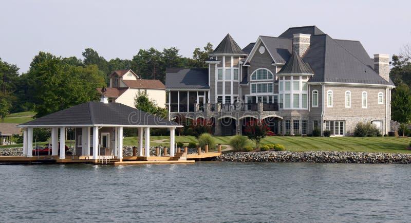Het Huis van de waterkant met Botenhuis