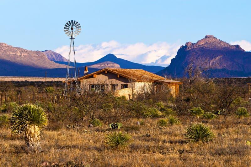 Het huis van de woestijnboerderij royalty-vrije stock afbeeldingen
