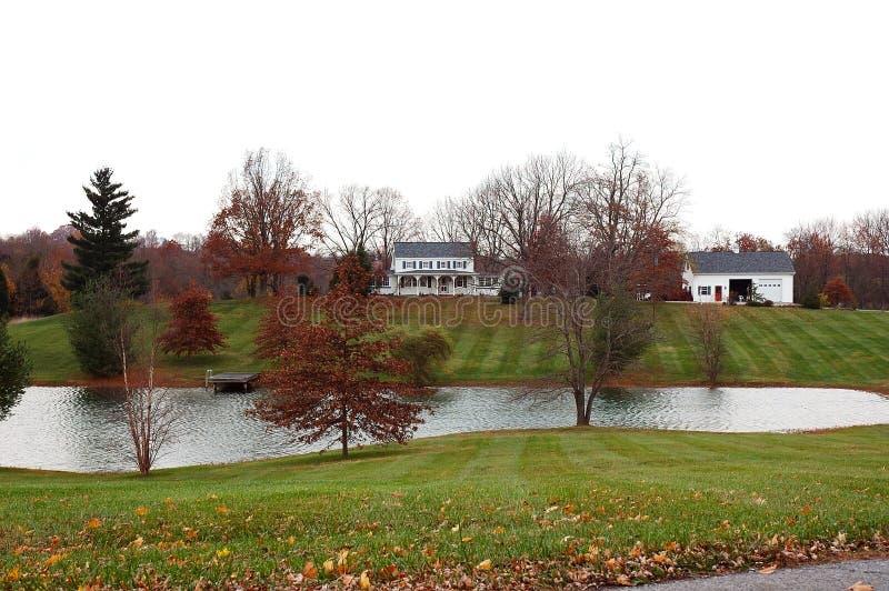 Het Huis van het landbouwbedrijf in de Herfst stock foto's