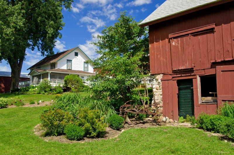 Het huis van het landbouwbedrijf, schuur royalty-vrije stock afbeeldingen