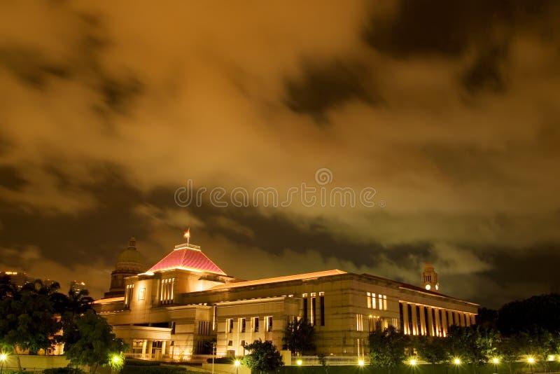 Het Huis van het Parlement van Singapore bij nacht stock foto's