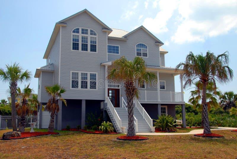 Het huis van het strand voor verkoop royalty-vrije stock fotografie