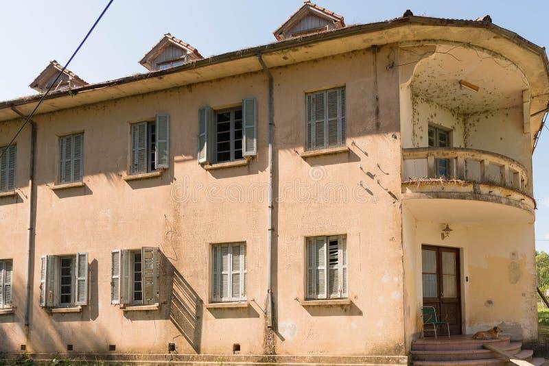 Het Huis van oude verlaten school 02 stock afbeelding