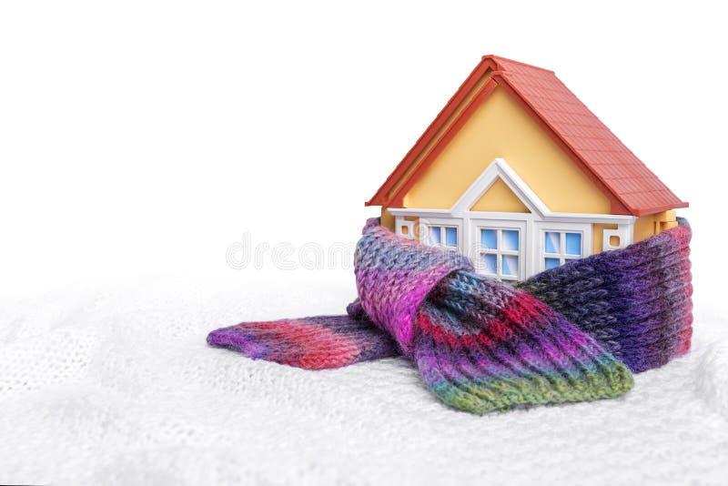 Het huis is verpakt in een sjaal royalty-vrije stock fotografie