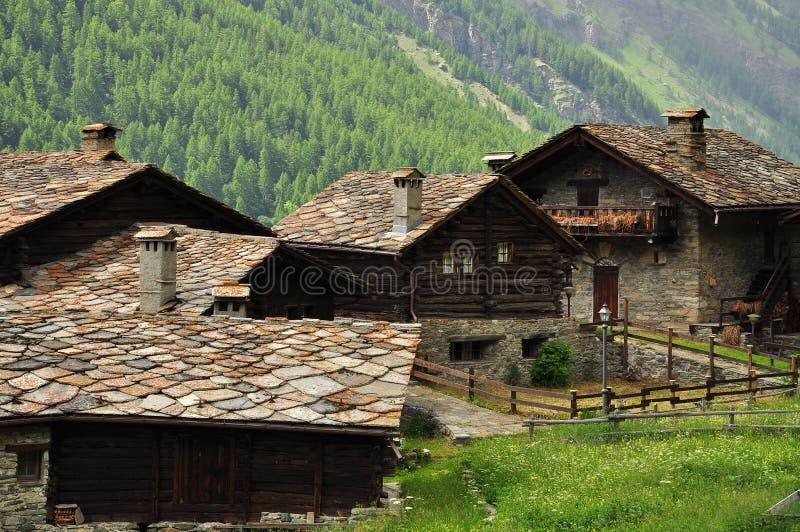 Het huisdorp van de steen door Aosta, Italië stock foto