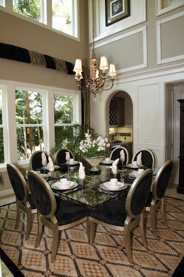Het huiseetkamer van de luxe stock afbeelding