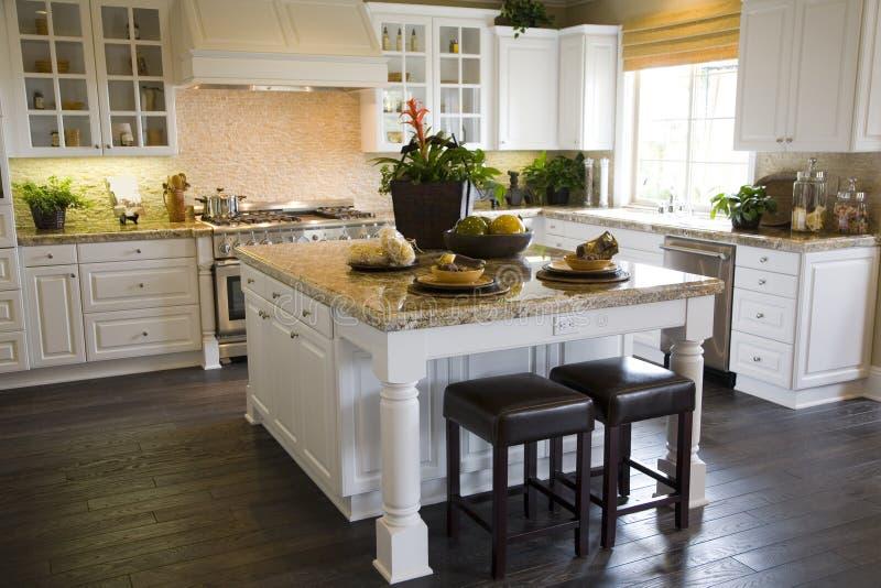 Het huiskeuken van de luxe stock afbeelding