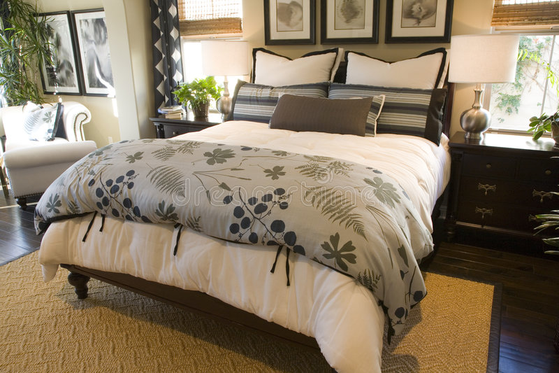 Het huisslaapkamer van de luxe stock afbeelding