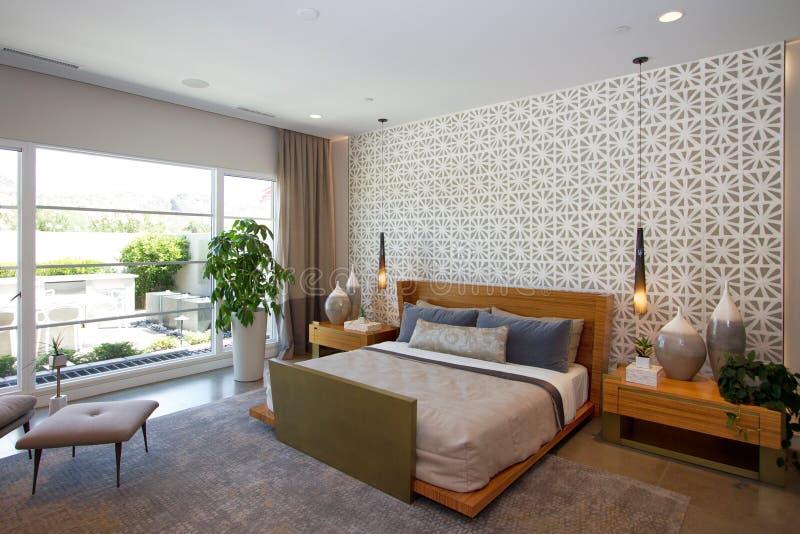 Het Huisslaapkamer van het luxeherenhuis stock fotografie