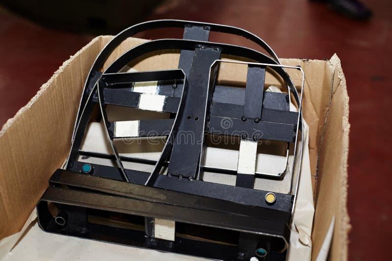 Het hulpmiddel voor ponsen vormt uit van leer, voor de productie van leerartikelen dat wordt gebruikt stock foto